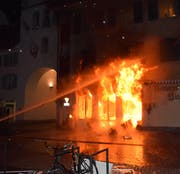 Das Restaurant Untertor stand lichterloh in Flammen. (Bild: Luzerner Polizei)