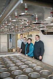 Von links: Elmar Lustenberger und Karin Schwegler steigen als Aktionäre bei der Napf-Chäsi ein. Sie ergänzen damit das Team um Lucia und Markus Stirnimann . (Bild: Pius Amrein (Luthern, 14. Dezember 2017))
