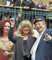 Richard «Mörtel» Lugner mit seinem Ehrengast, Hollywoodstar Goldie Hawn (Mitte), und seiner Ex-Frau Christina «Mausi» Lugner.Bild: Herbert Pfarrhofer/APA (Wien, 22. Februar 2017)