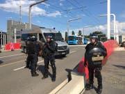 Grosse Polizeipräsenz bei der Langensandbrücke in Luzern. (Bild: kük)
