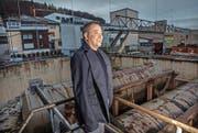 André Hunkeler von der Chance Glasi AG beim Areal, das überbaut werden soll. (Bild: Nadia Schärli, Wauwil, 16. November 2016)