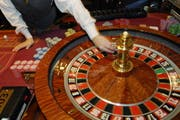 Im Internet statt am Roulette-Tisch: Schweizerinnen und Schweizer verspielen jährlich rund 250 Millionen Franken bei ausländischen Online-Casinos. (Bild: Archiv LZ)