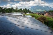 Für Photovoltaik-Anlagen wie die auf dem Bild sollen künftig mehr Fördergelder zur Verfügung stehen. (Bild: Archiv / Neue LZ)