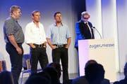 Gäste im Fokus: Trio «Natur pur» mit Daniel Schmidig, Beny Betschart, Christan Gwerder und Othmar Reichmuth (links) sowie Dolfi Müller und Fabienne Bamert (rechts). Bilder: Werner Schelbert (Zug, 22. Oktober 2016)