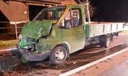 Der Lieferwagen wurde beim Unfall stark beschädigt. (Bild: Luzerner Polizei)