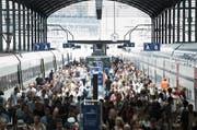 Fahrgäste am Bahnhof Luzern (Symbolbild). (Bild: Manuela Jans / Neue LZ)