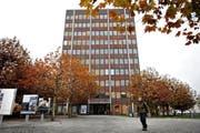 Die Gemeinde Emmen rechnet auch 2017 mit einem Defizit. Auf dem Bild: Das Gemeindehaus. (Bild Eveline Beerkircher)