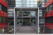 Ein eidgenössisches Verwaltungsgebäude in Bern, in dem sich das Bundesamt für Polizei Fedpol befindet. (Bild: Peter Klaunzer / Keystone (25. November 2014))