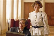 Hawking mit seiner ersten Frau Jane in Paris. (Bild: Gilles Bassignac/Getty (3. März 1989))