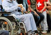 Personen, denen die AHV-Rente zum Leben nicht ausreicht, können Ergänzungsleistungen beziehen. Die Kantone fordern, dass künftig der Bund einen grösseren Teil dieser Kosten übernimmt. (Symbolbild Keystone/Steffen Schmidt)