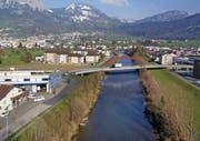 Die Visualisierung zeigt die Linienführung und Gestaltung der geplanten Muotabrücke West in Ibach auf. (Bild: PD)