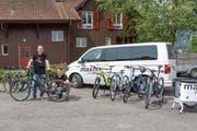 Mitarbeiter von Maxon präsentieren ihre Bikes. (Bild: PD)