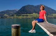 Kerstin Warnke, die leitende Ärztin der Schweizer Olympiadelegation, geniesst in dieser Woche den Sommer in Ennetbürgen – morgen fliegt sie ab in den Winter von Brasilien. (Bild: Philipp Schmidli / Neue LZ)