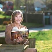 Präsentiert ihr mittlerweile sechstes Buch: Monika Dettwiler. (Bild: Maria Schmid (Rotkreuz, 29. März 2017))