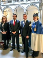 Standesweibelin Anita Imfeld, Regierungspräsident Marcel Schwerzmann, der Jordanische Botschafter Amjad Quhaiwi und Sarah Hocine von der Botschaft. (Bild: Staatskanzlei Luzern)
