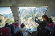 Grandiose Aussicht auf der Fahrt von Flüelen nach Airolo: Ab Karfreitag verkehrt der Gotthard-Panorama-Express offiziell. (Bild: Roger Grütter (8. April 2017))