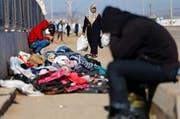 An der Grenze zu Syrien soll angeblich von türkischer Seite aus auf Flüchtlinge geschossen worden sein. Im Symbolbild: Die Grenze zwischen der Türkei und Syrien. Der Grenzübergang Kilis im Februar 2016. (Bild: EPA/Keystone)
