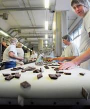 Einblick in die Grossbäckerei Jowa des Migros-Konzerns. Bild: Sebastien Anex (Birsfelden, 18. Dezember 2009)