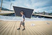 Geht es nach der GLP, müssten mehr Fotovoltaik-Anlagen installiert werden, wie hier bei der Swisspor-Arena. (Bild: Pius Amrein (Luzern, 2. August 2016))