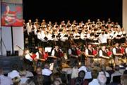 Im Programm mit keltischem Ursprung trat im Finale mit dem Männerchor Stans auch die Dudelsackformation Happy Pipers aus Luzern auf. (Bild: Primus Camenzind)
