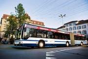 Ein Bus der Zugerland Verkehrsbetriebe am Postplatz. (Bild: PD)