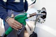 Der Obwaldner Kantonsrat entlastet energieeffiziente Autos. (Bild: Keystone)