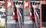 Donald Trump mit Hitlergruss: Mit diesem völlig deplatzierten Titelbild hat es der «Stern» wieder einmal in die Schlagzeilen geschafft. (Bild: Clemens Bilan /EPA)