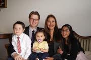 Manolito Birrer hat mit seiner Frau Jully und den drei Kindern Katrina, Julian und Valentina (Bild: PD)