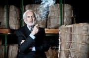 Ein Leben für den Tabak: Heinrich Villiger, geboren am 30. Mai 1930, im Tabaklager in Pfeffikon. (Bild Boris Bürgisser)