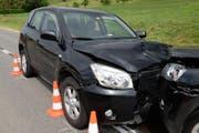 Bei der Frontalkollision entstand an den Autos hoher Sachschaden. (Bild: Luzerner Polizei)