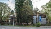 Die beiden Bodum-Villen an der Obergrundstrasse: Das Gebäude links soll abgerissen werden, das rechte ist zurzeit besetzt. (Bild: Dominik Wunderli (Luzern, 3. April 2017))