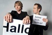 Die Spezialität von Ohne Rolf (Jonas Anderhub, rechts, und Christof Wolfisberg): witzige Dialoge in Form von Plakaten. (Bild: PD)