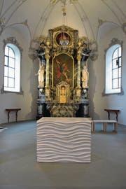 Im Vordergrund der neue Altar der Johanneskirche in Hohenrain. Bild: Nadia Schärli (28. November 2016)