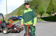 Thomas Tresch ist Greenkeeper auf einem Golfplatz in Andermatt. (Bild: Roger Rüegger / Neue LZ)