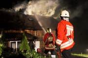 Feuerwehrleute in Ennetmoos im Einsatz. (Archivbild/Neue NZ)