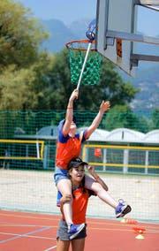... sei es mit einem Basketballkorb ... (Bild: Neue ZZ / Stefan Kaiser)