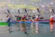 Die Athleten paddeln über den Vierwaldstättersee anlässlich des Kanu-Marathons. (Bild: pd / Daniel Lüthi)