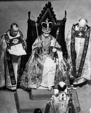 Krönung von Elisabeth II. in der Westminster Abbey am 2. Juni 1953. Sie wurde live am Fernsehen übertragen. (Bild: Getty)