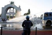 Einsatz von Wasserwerfern der Polizei am Bahnhof Luzern. (Bild: Archiv Neue LZ)