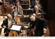 Nicht nur brillant, sondern wie immer auch sehr körperlich: Andris Nelsons mit dem Boston Symphony Orchestra. (Bild Lucerne Festival / Peter Fischli)
