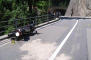Die Fahrt auf der Gotthardstrasse endete für den Motorradfahrer unerfreulich. (Bild: Kantonspolizei Uri)