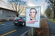 Auch mit einer Plakatkampagne, hier auf der Luzerner Allmend gestern Nachmittag, wird auf die neuen Alkoholregeln für junge Autofahrer aufmerksam gemacht. (Bild Dominik Wunderli)