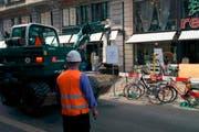 Die falsch parkierten Velos behindern die Baustelle und müssen weggeräumt werden. (Bild: pd / Stadt Luzern)