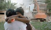 Die Bagger fahren auf: Szenenbild aus Samuel Chalards «Favela Olímpica». (Bild: Outside the Box)