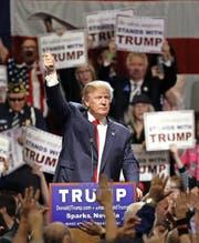 Hauptsache im Mittelpunkt: Donald Trump bei einer Wahlveranstaltung Ende Oktober in Nevada. (Bild: AP/Lance Iversen)