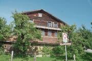 Die Bewilligung für den Abbruch dieses Hauses in Steinen liegt vor. Es ist rund 700-jährig. (Bild: Jürg Auf der Maur)