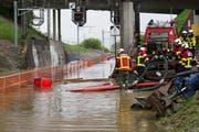 Wegen Hochwasser unterbrochen: Strecke Rotkreuz-Cham. (Bild: Keystone)