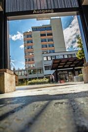 Stellt die medizinische Versorgung einer stark wachsenden Region sicher: das Luzerner Kantonsspital in Sursee. (Bild Boris Bürgisser)