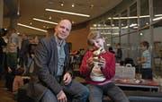 Will Alleinerziehende miteinander vernetzen: Vereinspräsident Roger Baumeler mit Tochter Danielle. (Bild: Corinne Glanzmann (Luzern, 17. März 2018))