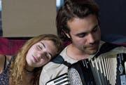 Sie braucht eigentlich nur eine väterliche Schulter zum Anlehnen: Sophie Nélisse als Aïcha und Jean-Simon Leduc als Baz. (Bild: Filmcoopi)
